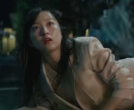 USJ(2018)最新CMの女優は誰?ナイトパレードを楽しむ女性を調査!