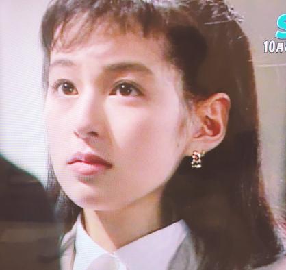 鈴木保奈美さんの若い頃はやっぱり可愛いです!