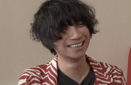 尾崎世界観の笑顔は素敵!