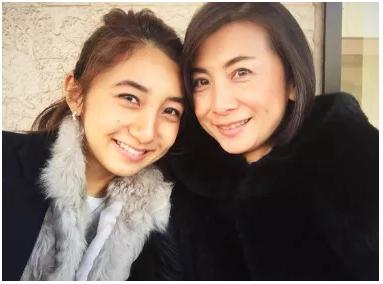 近藤夏子アナと母親