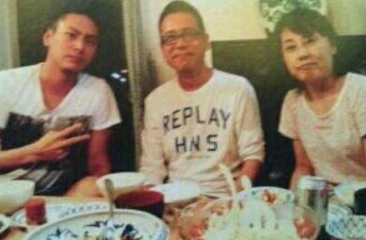 山下健二郎、母親、父親