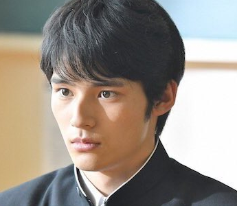 岡田健史は似てる